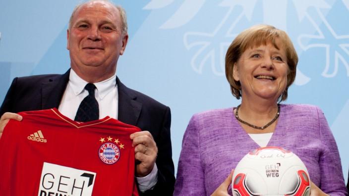 Merkel zu Gespräch mit Hoeneß bereit