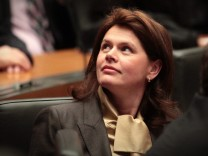 Sloweniens Regierungschefin Alenka Bratusek kündigt hartes Sparprogramm an; Land will ohne Geld aus Euro-Rettungsschrim auskommen