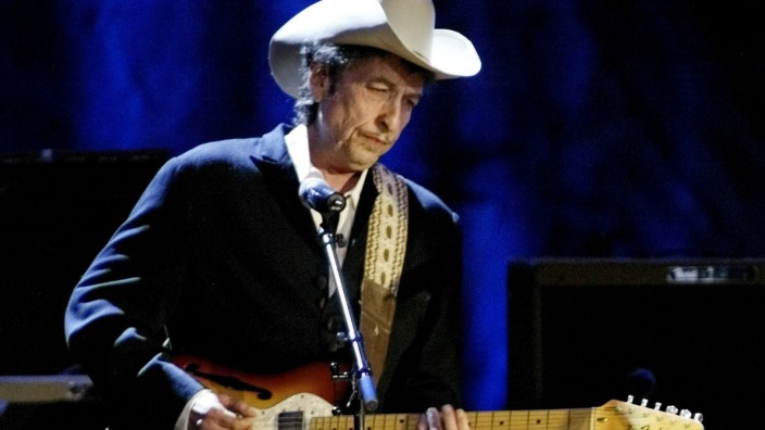 BOB DYLAN PERFORMS AT WILTERN THEATRE FOR  TELEVISION SPECIAL