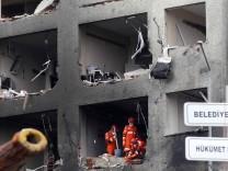 Rettungskräfte hach dem Anschlag in Reyhanli