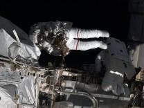 Austronauten dichten ein Leck an der ISS ab