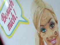 Plakat der Erlebniswelt Barbie Dreamhouse