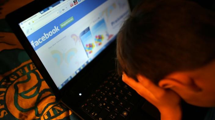Cybermobbing, Internet, Facebook, Youtube, Schüler