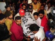 Politikerin in Karachi erschossen, Pakistan