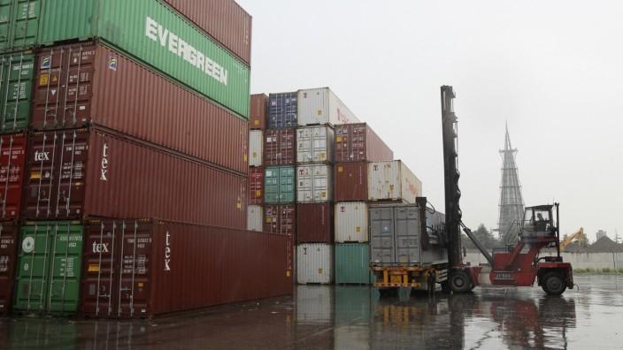 Container im Hafen von Nantong