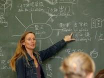 Die etwas anderen Fächer: Lehrer für Chinesisch und Astronomie