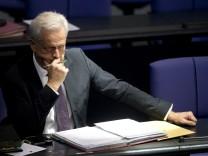 Bundestags-Haushaltsausschuss bestellt Wowereit und Ramsauer ein