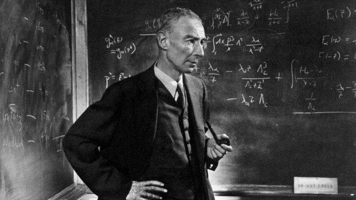 Robert Oppenheimer (1904-1967), physicist and scientific director of the Manhattan Project, which was established during the Second World War to develop the atomic bomb.