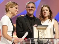 Adèle Exarchopoulos (R) und Lea Seydoux mit Regisseur Abdellatif Kechiche.