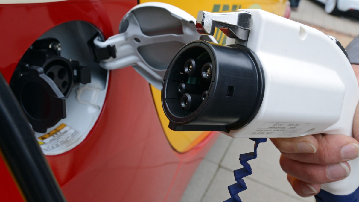 Elektroautos sollen nach dem Roaming-Prinzip betankt werden - Auto ...