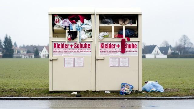 Germering: MUELLtrennung - Sammelcontainer fuer alte Kleider + Schuhe