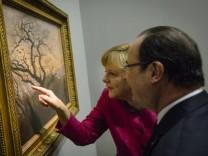 Kanzlerin Angela Merkel und Frankreichs Präsident François Hollande im Louvre