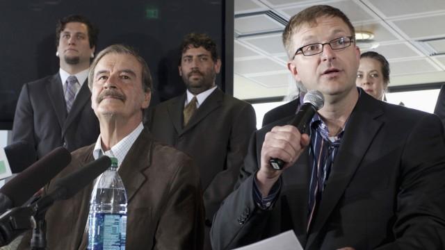 Pressekonferenz: Jamen Shively (rechts) neben Mexikos Ex-Präsident Vincente Fox
