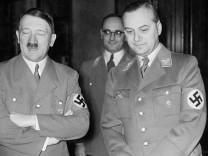 Adolf Hitler und Alfred Rosenberg, 1938 SZ Photo