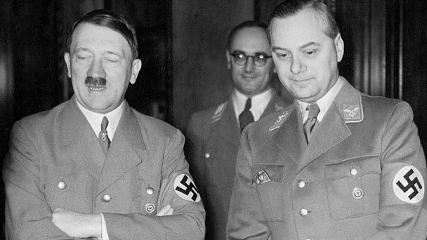 Adolf Hitler und Alfred Rosenberg, 1938 SZ Photo