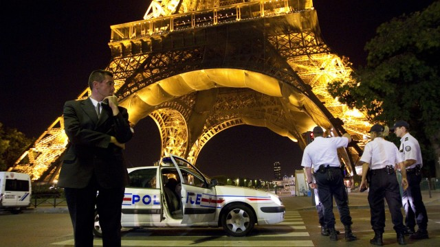Archiv: Eiffelturm nach Bombendrohung evakuiert