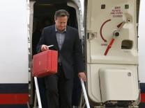 Premier David Cameron trifft zum G-8-Gipfel in Nordirland ein