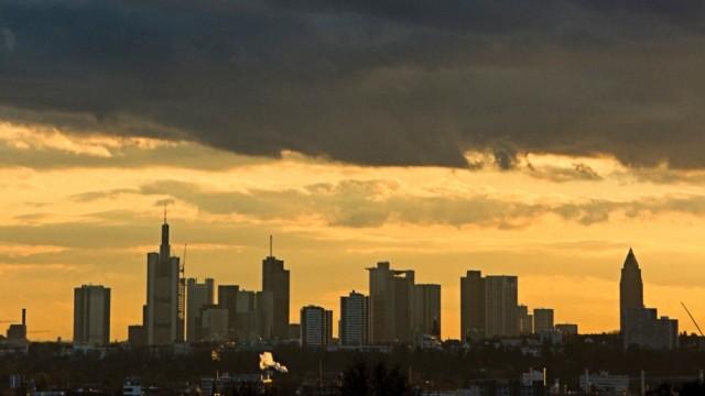 Frankfurter Skyline im Abendlicht