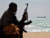 Piraten greifen vor West-Afrika immer mehr Schiffe an und haben damit das Meer vor Somalia als gefährlichstes Gewässer der Welt abgelöst