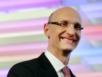 Künftiger Telekom-Chef rudert bei Tempo-Bremse zurück