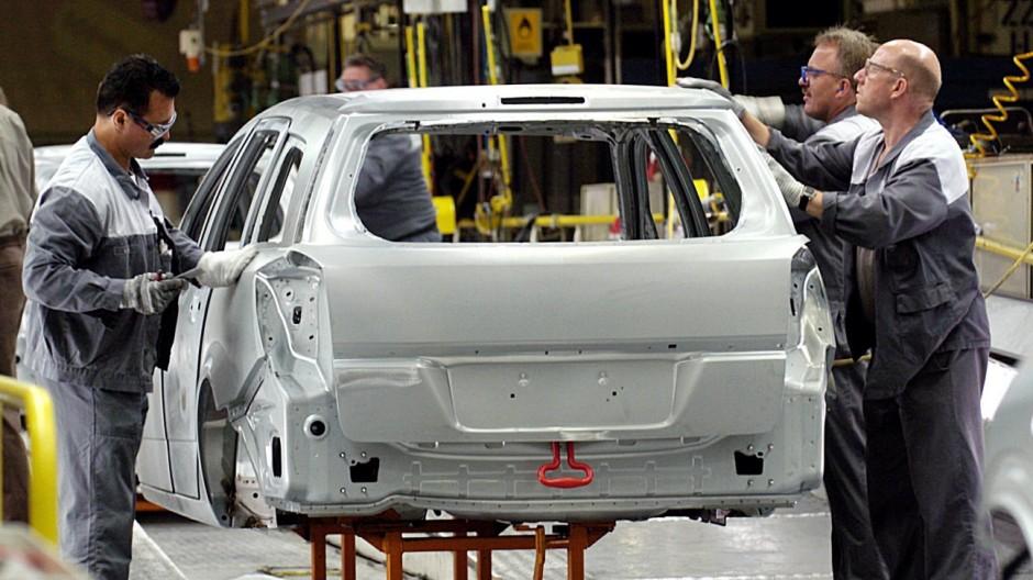 Autoproduktion bei Opel, 2004