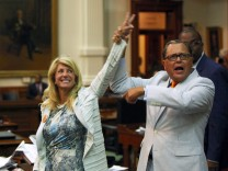 Protesters In Texas Statehouse Block Texas Lawmakers From Passing Abortion Bill