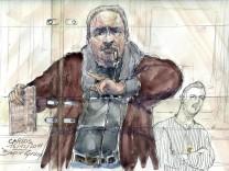 Eine Gerichtszeichnung zeigt Carlos.
