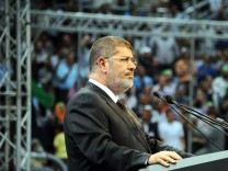 Egyptian President Mohamed Morsi  cuts ties to Syria