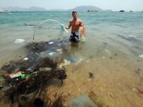 Ozean mit Müll