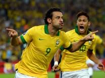 ***BESTPIX*** Brazil v Spain: Final - FIFA Confederations Cup Brazil 2013