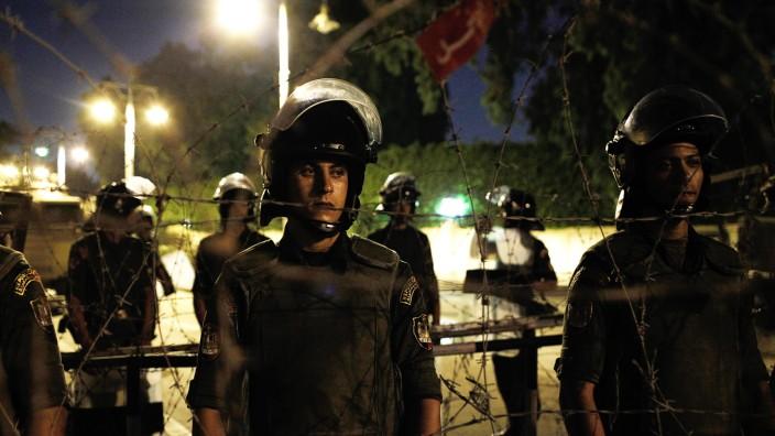 Soldaten der republikanischen Garden stehen in der nähe des Präsidentenpalastes in Kairo.