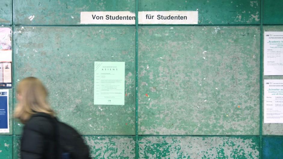 Studentin in der Münchner Universität, 2010