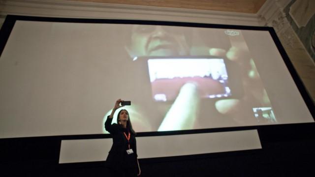 Jafar Panahi bei seinem Auftritt beim Internationalen Filmfestival in Karlovy Vary.