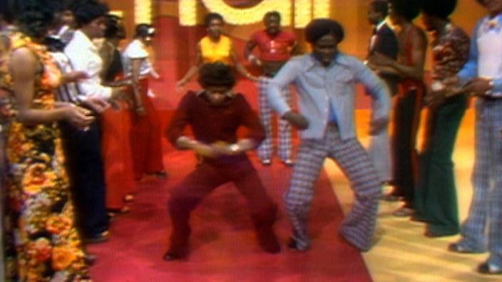 """Die Sendung """"Soul Train"""" mit einem Auftritt von James Brown im """"Summer of Soul"""" bei Arte"""