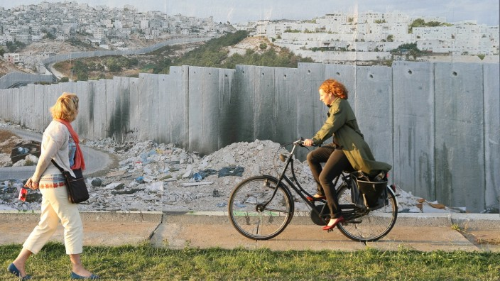 'Wall on Wall' Exhibition Shows Global Separation Borders On Former Berlin Wall