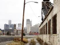 Population Of Detroit Falls By 25 Percent In Ten Years