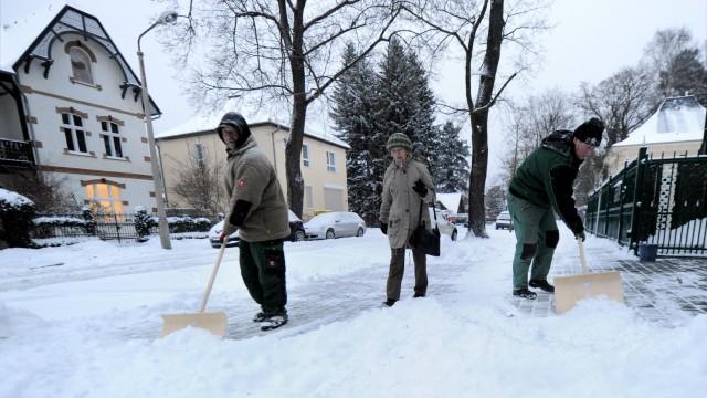 Wohnung mieten Mieter Mietvertrag Vermieter Schneeräumen Kehrwoche