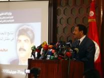 Innenminister Lotfi Ben Jeddou auf einer Pressekonferenz zum Mord an Mohamed Brahmi.