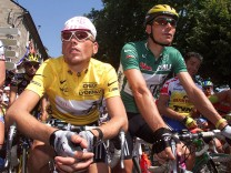 File picture of leader's Yellow jersey holder German Jan Ullrich and green sprinter jersey holder team mate and compatriot Erik Zabel waiting for the start of the 190,5km 8th stage of the Tour de France Cycling race