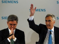 Loescher, chief executive of Siemens AG, and finance chief Kaeser address the media ahead of the company's annual shareholder meeting in Munich