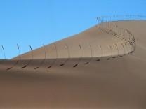 Nils-Udo Wanderer in Kunst und Natur Sanddüne Namibia
