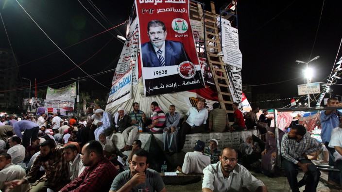 Egyptian government asks police to end pro-Morsi sit-ins