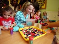 Bundesfamilienministerin Schröder besucht Kita