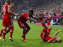 Bayern Munich's Kroos, Ribery, Alaba and Robben celebrate goal against Borussia Moenchengladbach during German first division Bundesliga soccer match in Munich