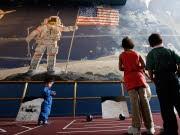 Vom Mond aus fotografierten die Astronauten die Erde. Die Bilder offenbaren Schönheit und Verwundbarkeit des Planeten, AFP