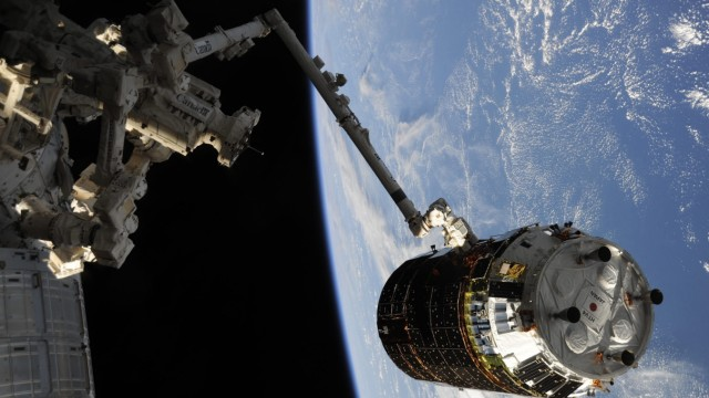 Japanese supply spacecraft HTV4 docks to International Space Stat