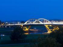 Erste Beleuchtung der Waldschlößchenbrücke in Dresden