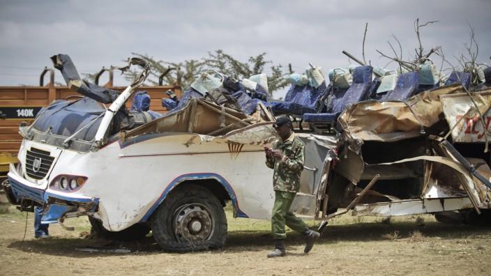 Kenya bus crash kills 41