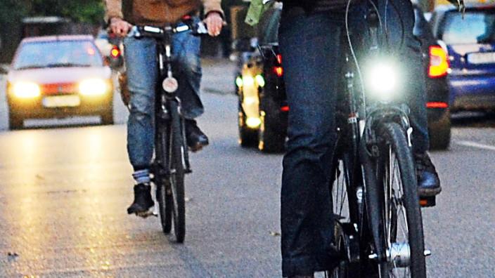 Fahradfahrer ohne Licht unterwegs