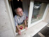 Nach 40 Jahren soll der Raucher Friedhelm Adolfs aus der Wohnung ausziehen. Falls nötig, will er bis vor den Bundesgerichtshof ziehen.